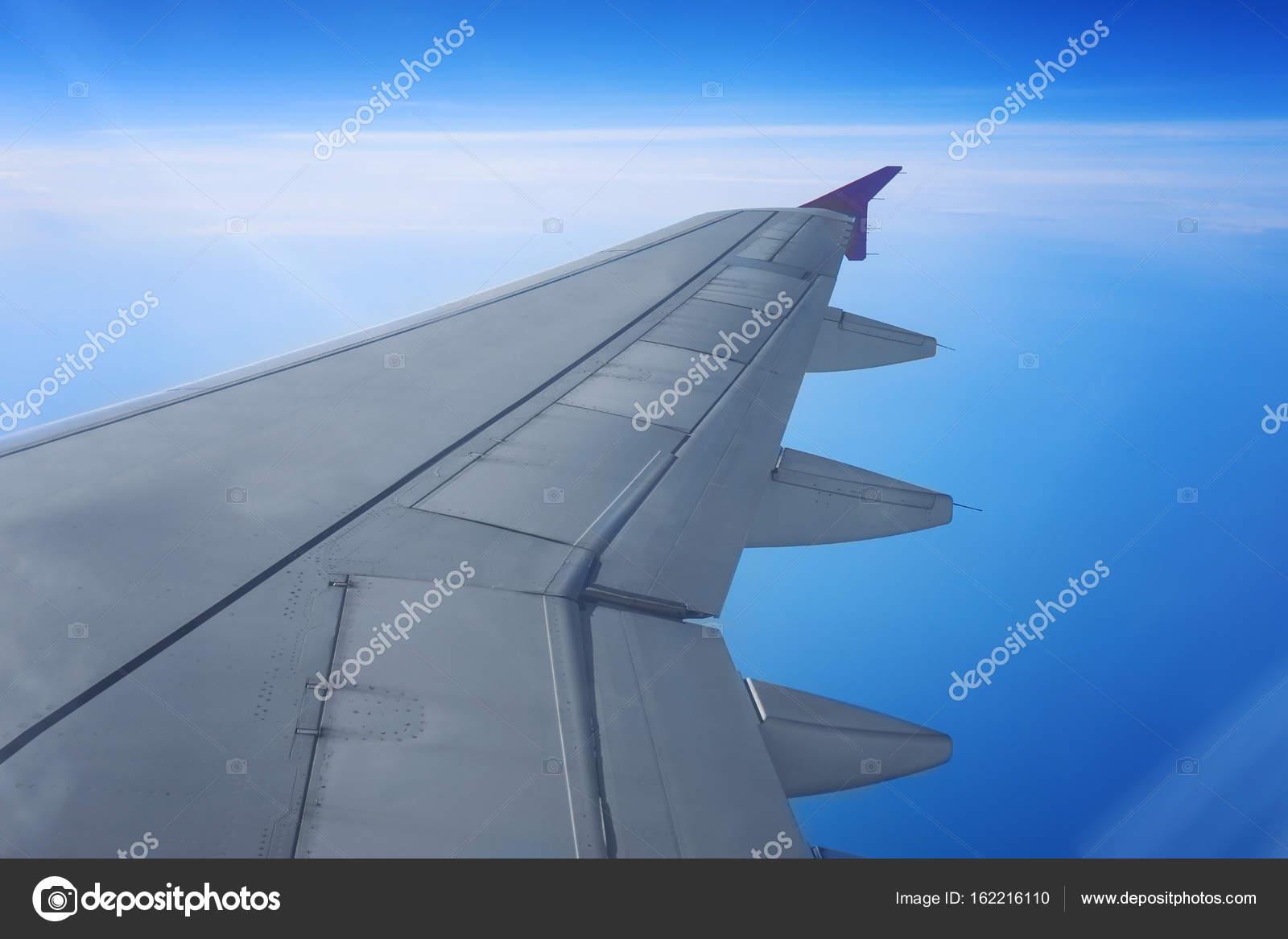 Blick Aus Dem Flugzeug Fenster Stockfoto Belchonock 162216110