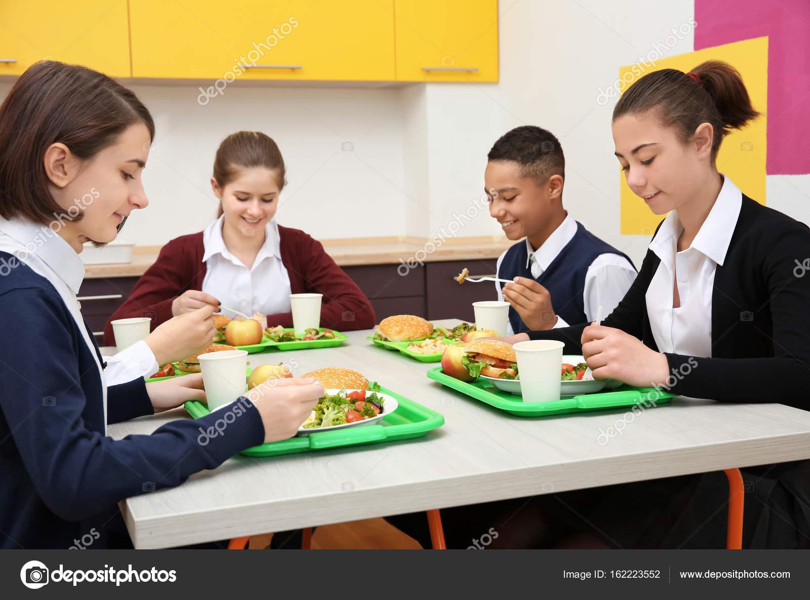 знаю, как правильно сидеть за обеденным столом фото старая добрая традиция