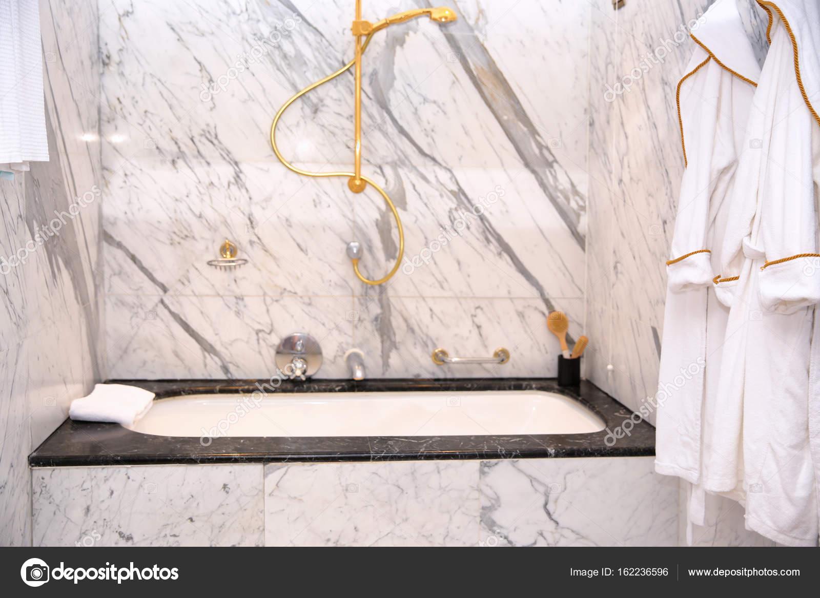 Wunderschönen Marmor Badezimmer Im Appartement U2014 Foto Von Belchonock