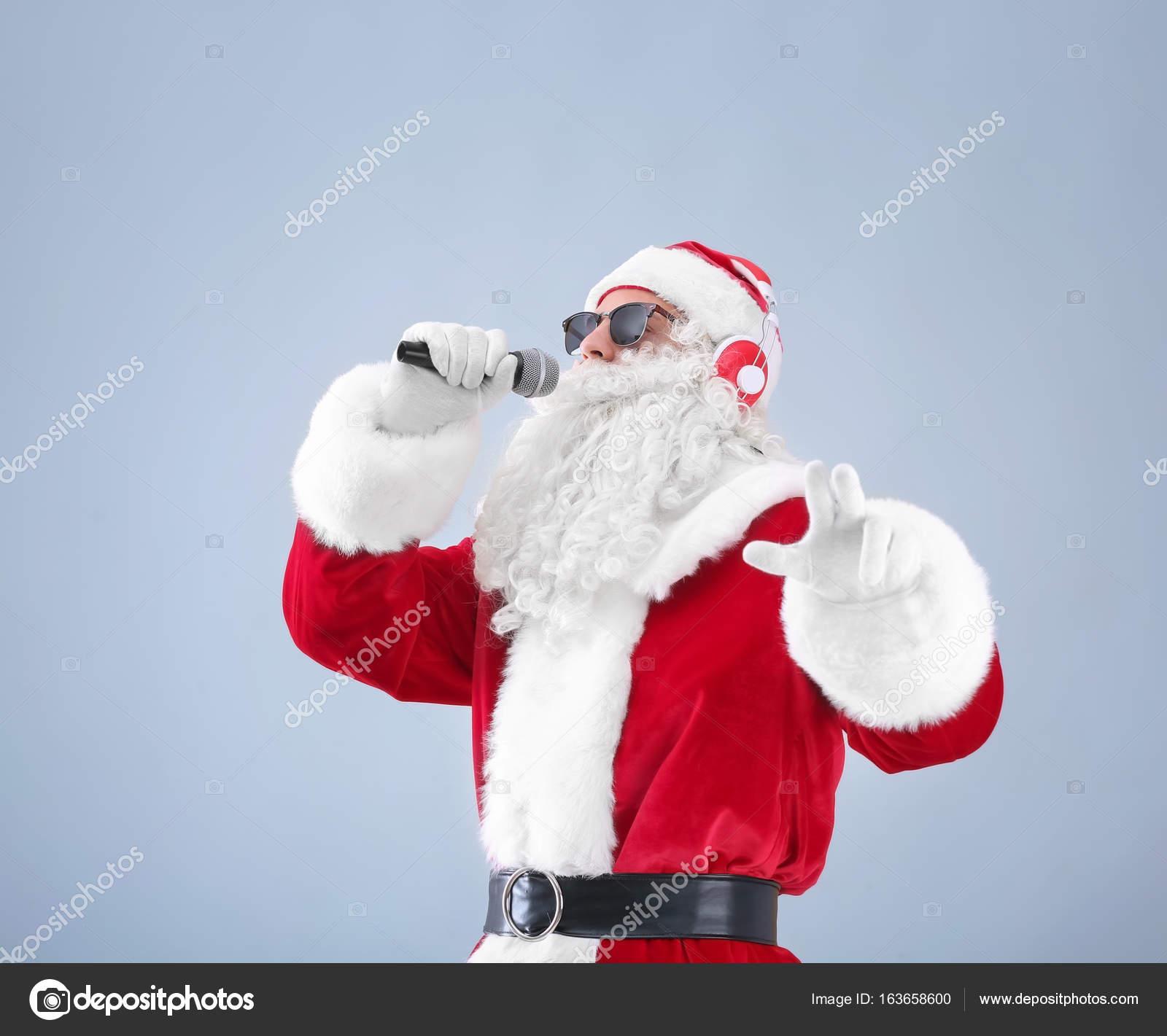 Babbo Natale Canzone.Babbo Natale Che Canta Canzoni Di Natale Foto Stock C Belchonock