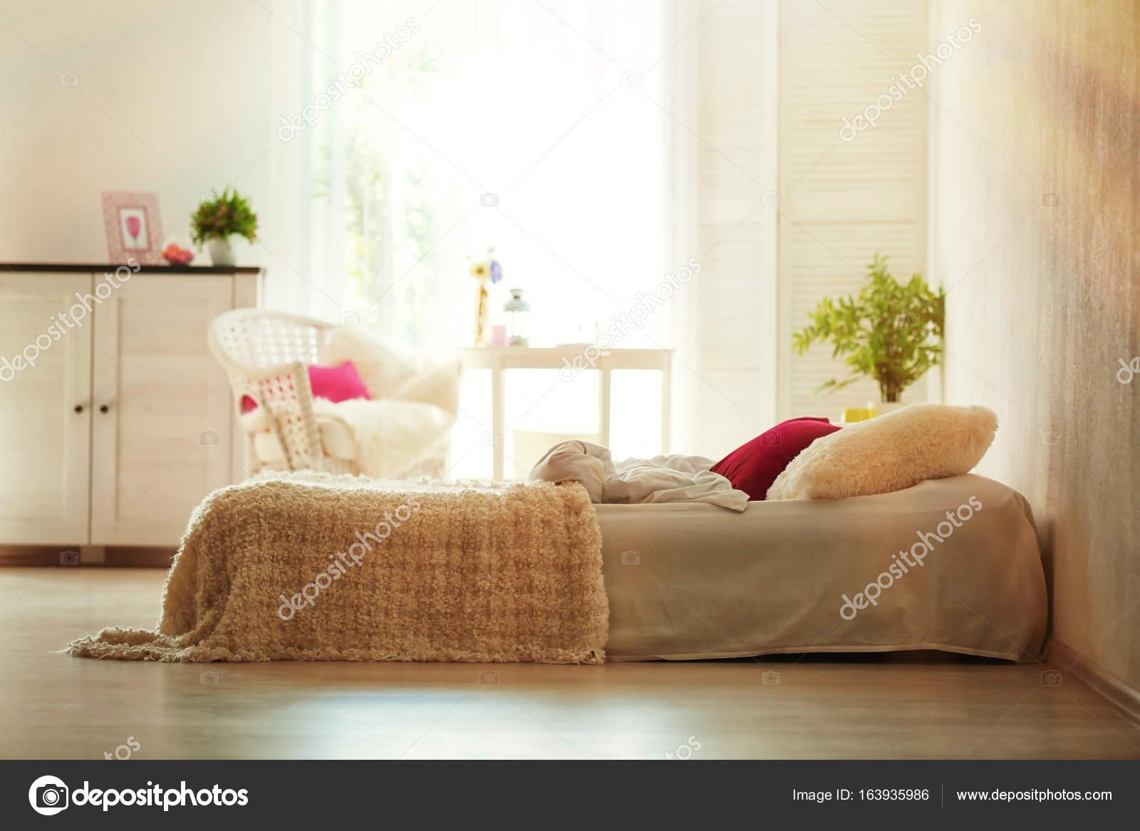 Schone Interieur Des Modernen Schlafzimmer Mit Kuscheligen Bett