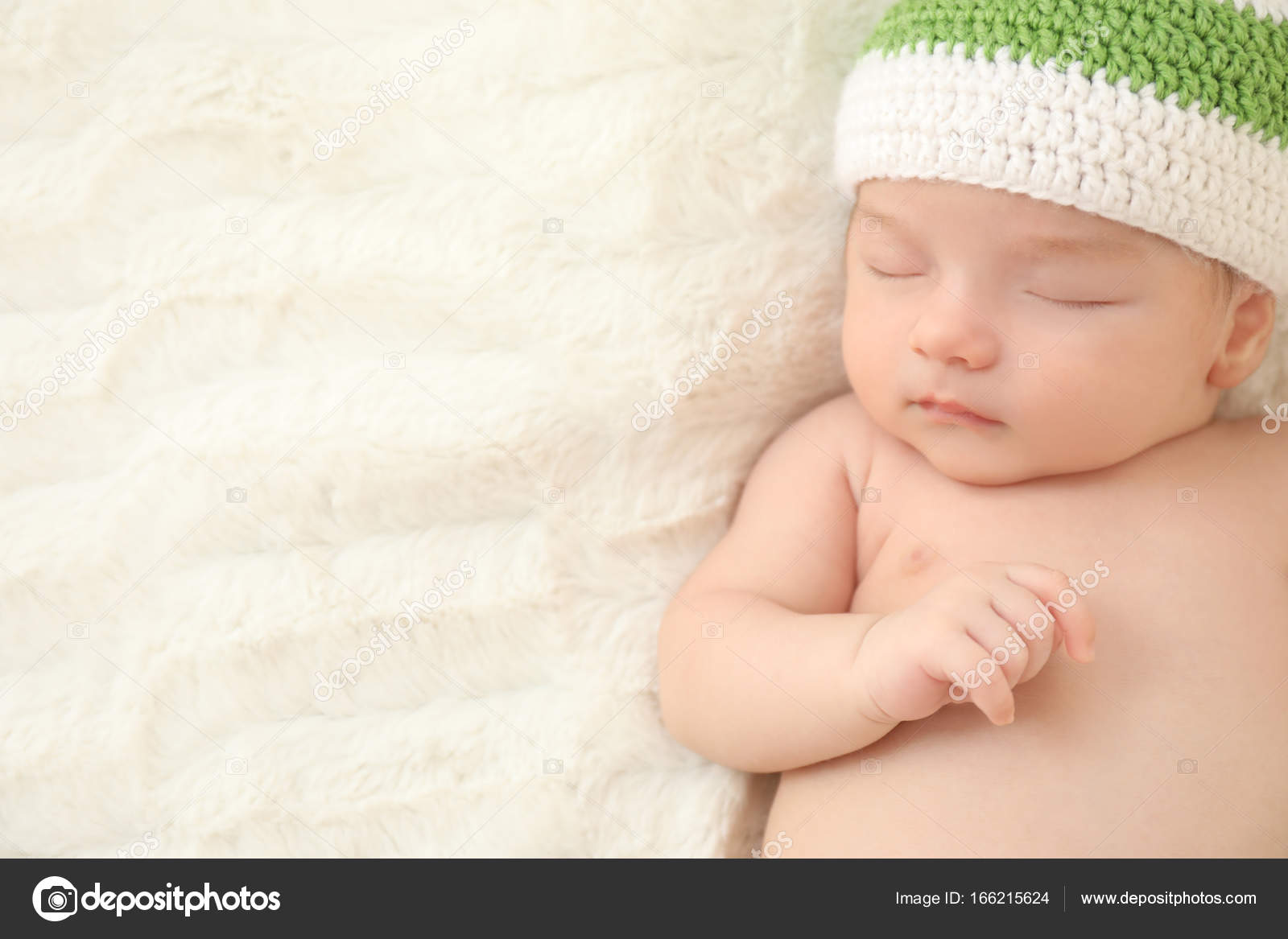 c88be3f66 Cute little baby in knitted cap sleeping on bed at home — Stock ...