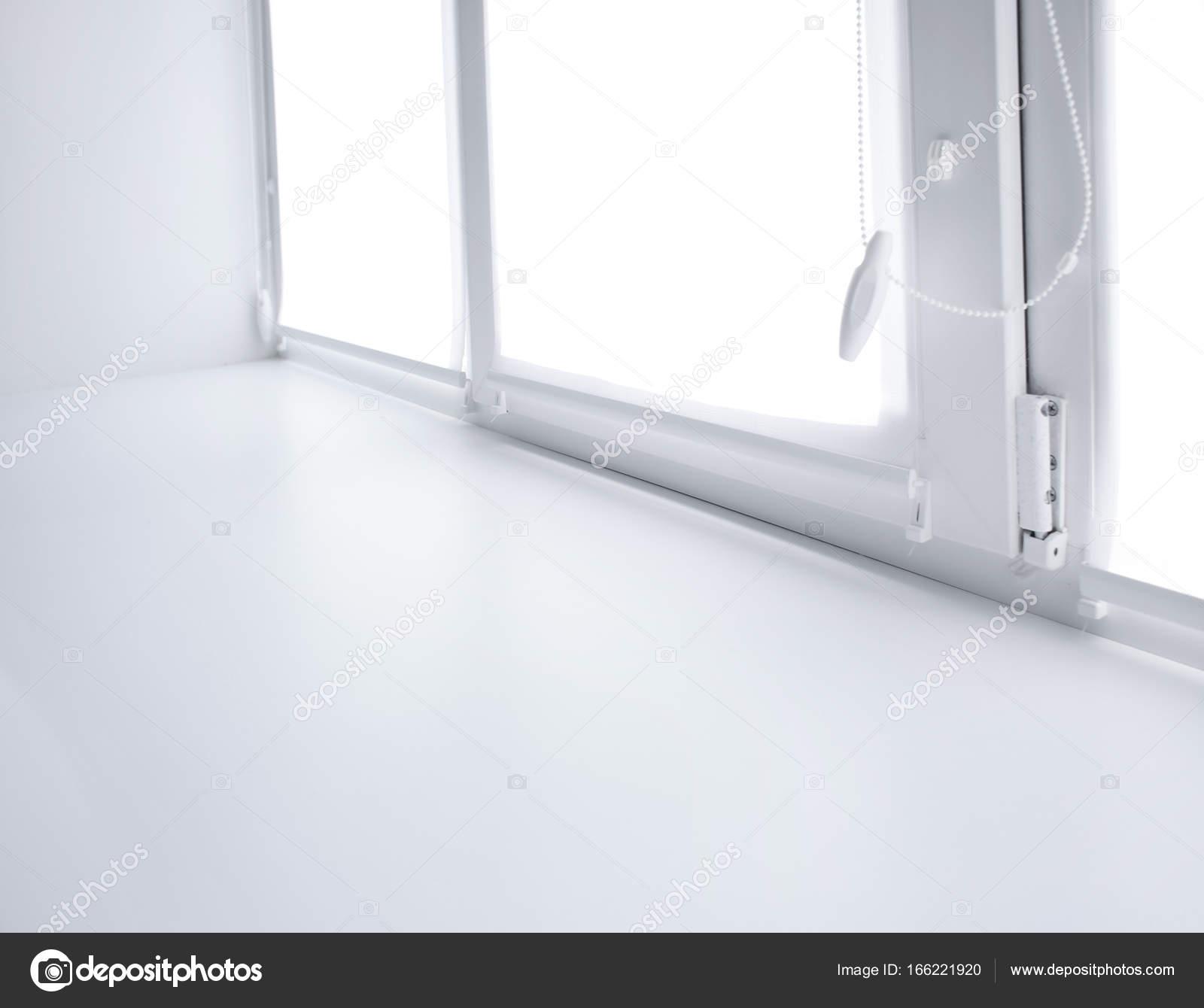 Moderne weiße Kunststoff Fensterbank — Stockfoto © belchonock #166221920