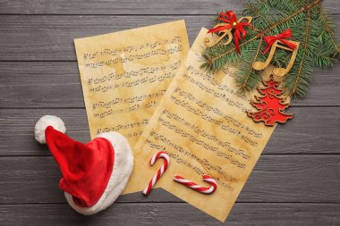 Decorations and music sheets