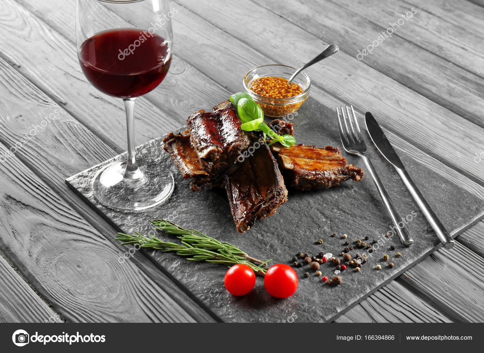 Piatti Cucina In Ardesia : Piatto portata o vassoio in ardesia di mavela marmi snc homify