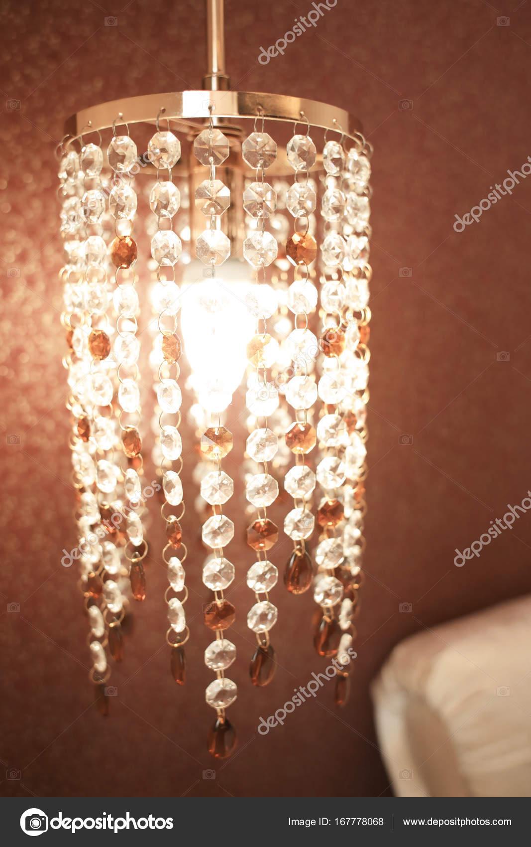 Schöne Lampe im Schlafzimmer — Stockfoto © belchonock #167778068