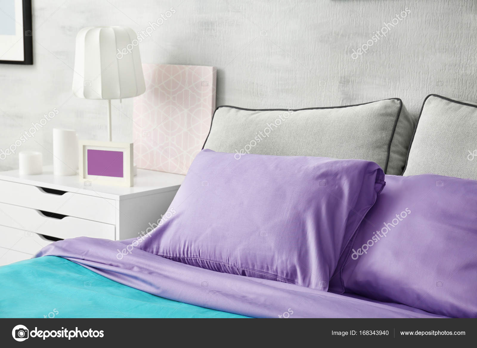 Enjoyable Lilac Accent In Modern Interior Comfortable Bed With Download Free Architecture Designs Photstoregrimeyleaguecom