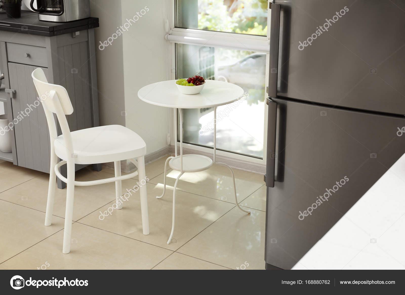 Mesa E Cadeira Na Cozinha Moderna Stock Photo Belchonock 168880762