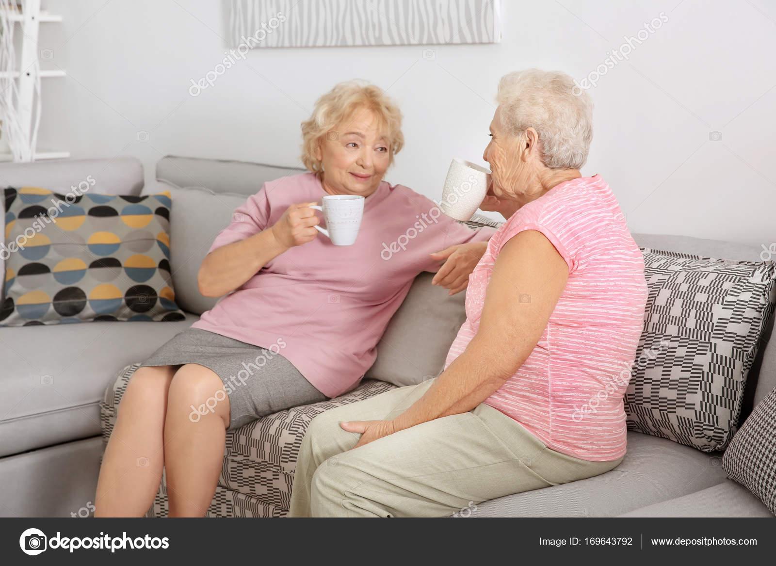 Пожилые женщины фото дома первомайский тульской дом престарелых