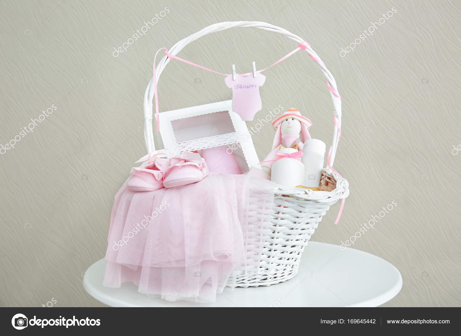 Baby shower geschenk korb