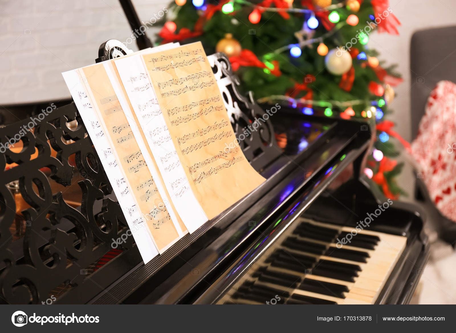 Beautiful piano in room  Christmas music concept — Stock