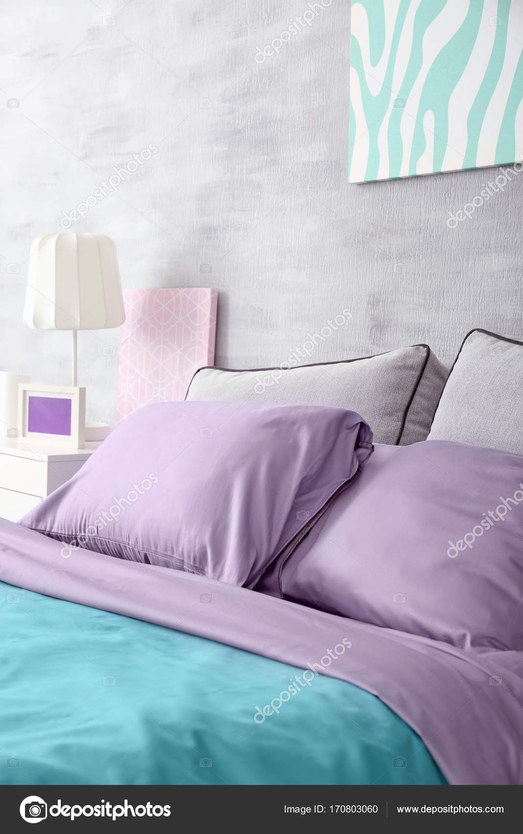Super Lilac Accent In Modern Interior Comfortable Bed With Download Free Architecture Designs Photstoregrimeyleaguecom