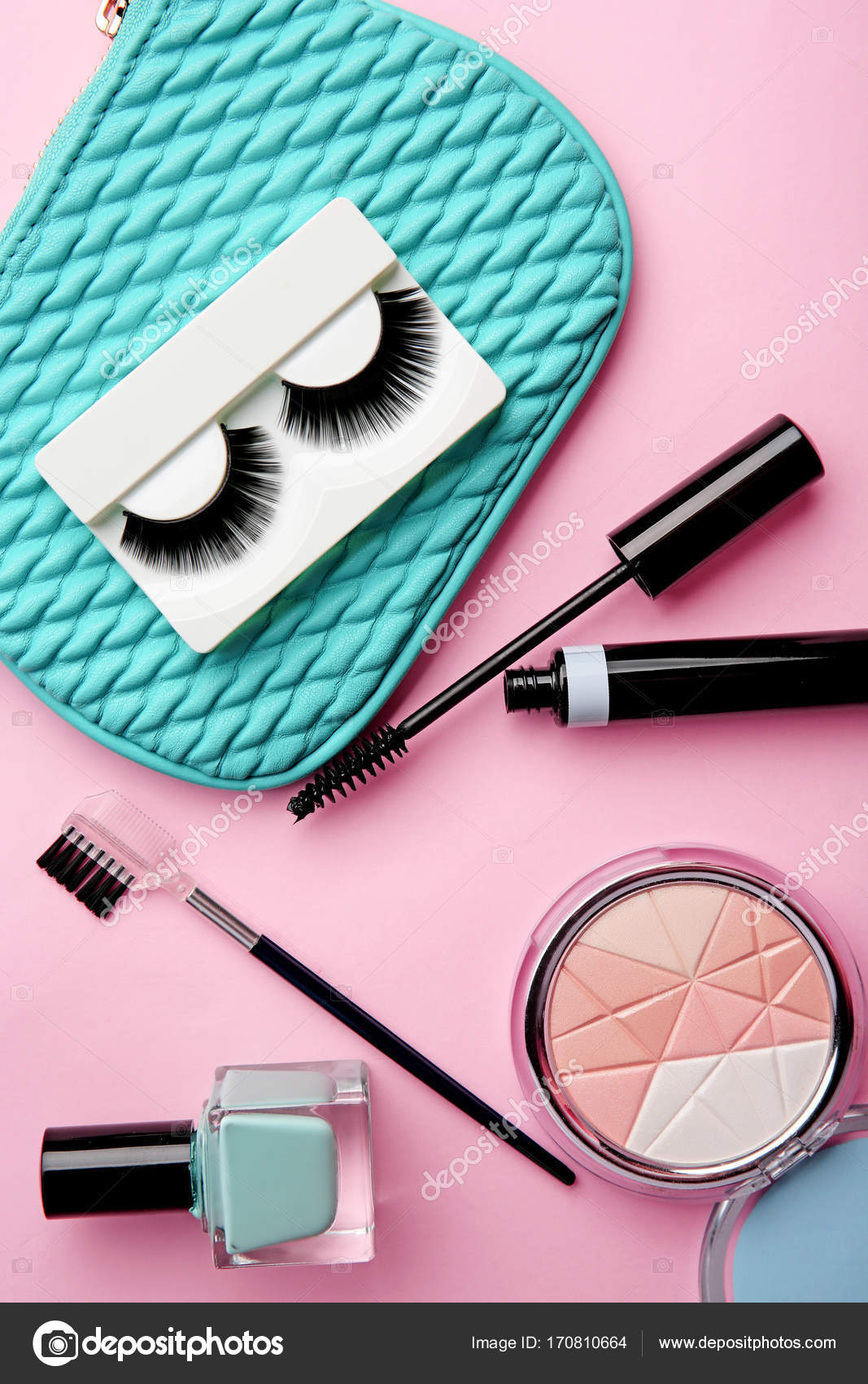 c1fb57a7ef2 Set for makeup with false eyelashes on color background — Stock Photo