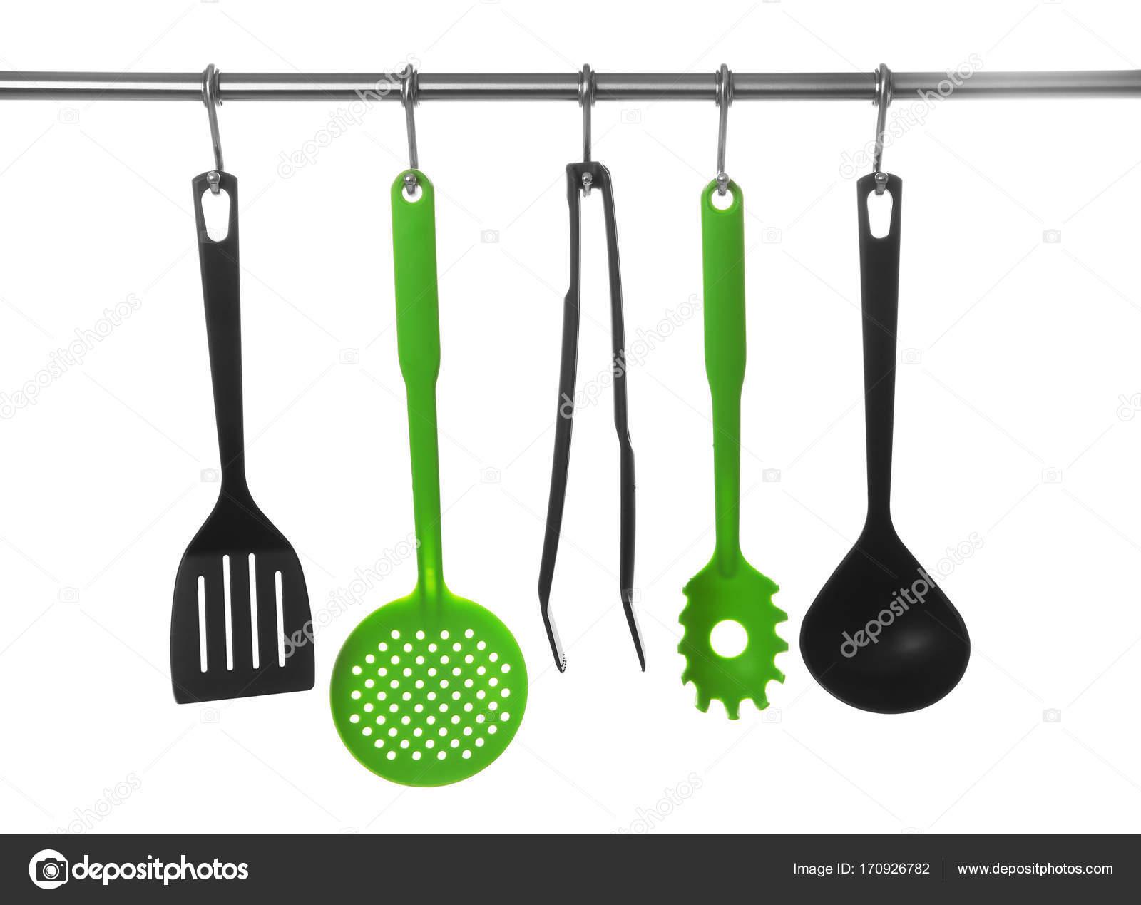 Satz von Küchenutensilien hängen rack — Stockfoto © belchonock ...