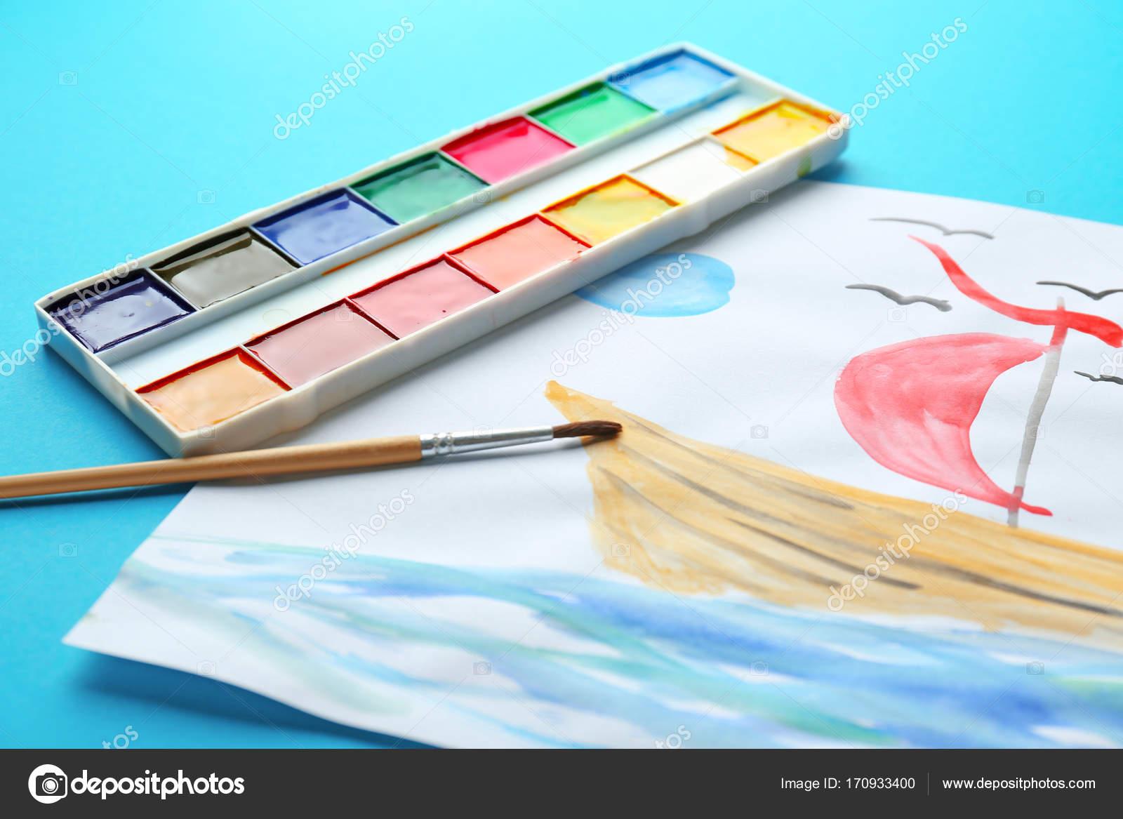 Detske Kresby Z Lodi V Mori Na Barvu Pozadi Closeup Stock