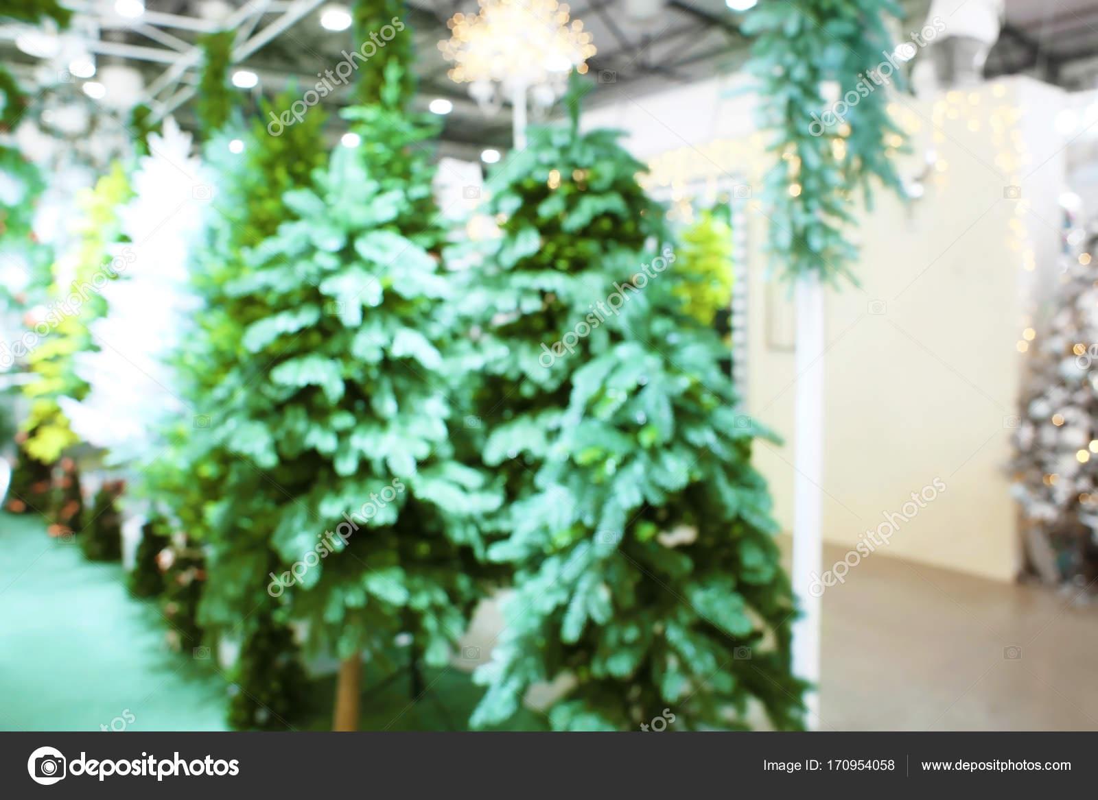 Alberi Di Natale Decorati Foto.Vista Offuscata Di Alberi Di Natale Decorati Nel Centro