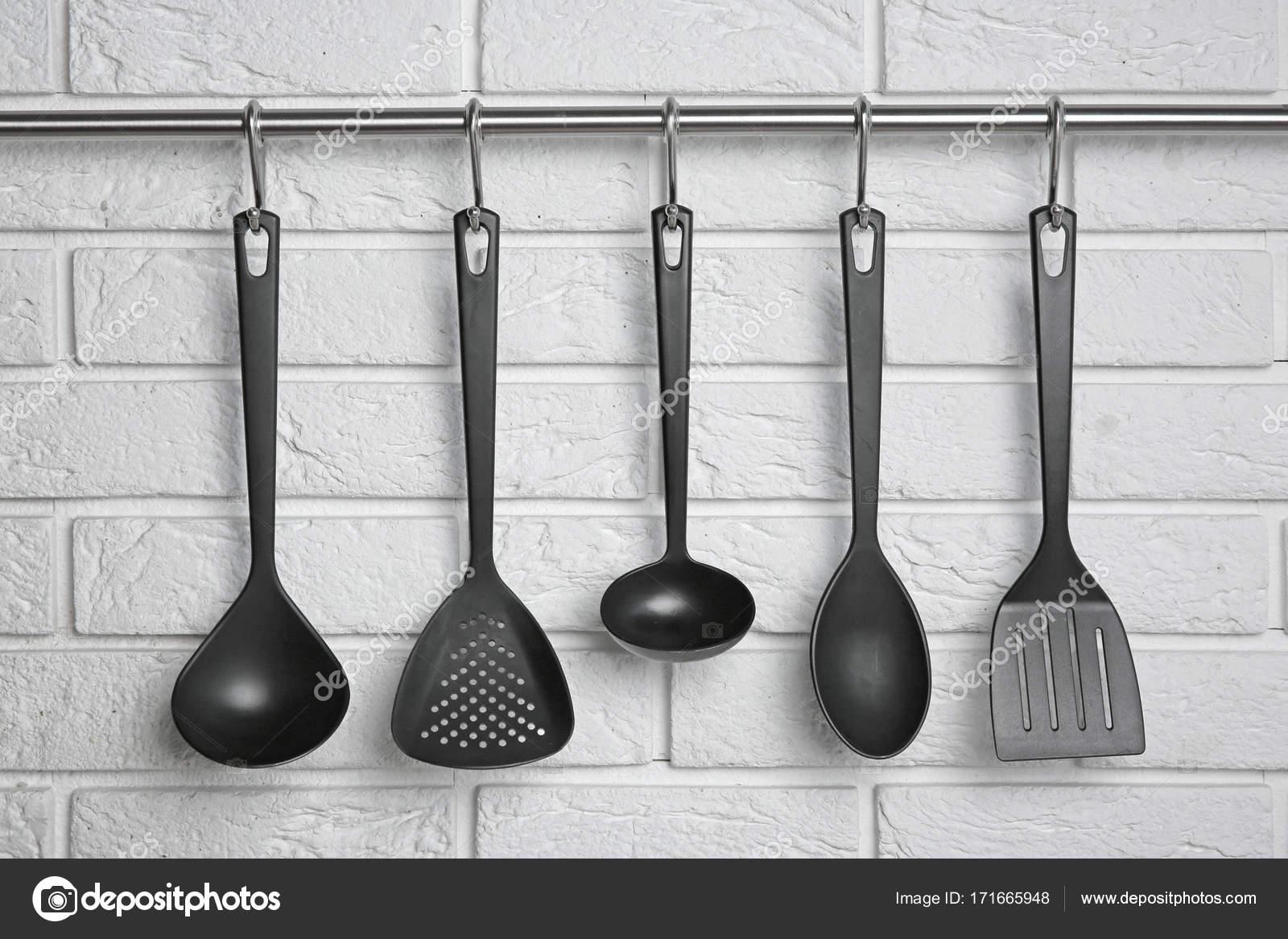 Küchenutensilien hängen rack — Stockfoto © belchonock #171665948