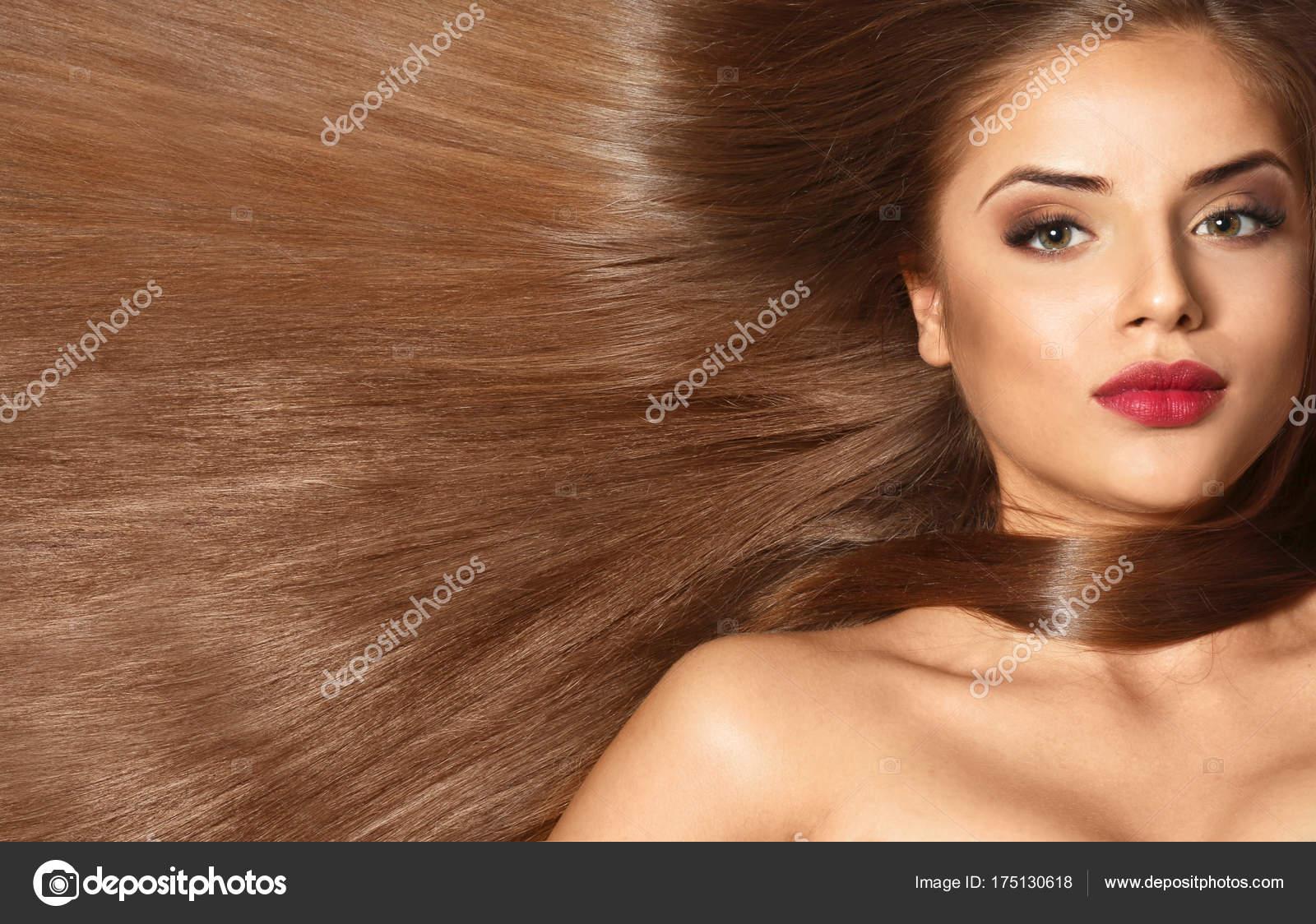 Junge Frau Mit Schönen Langen Haare Karamell Farbe Stockfoto