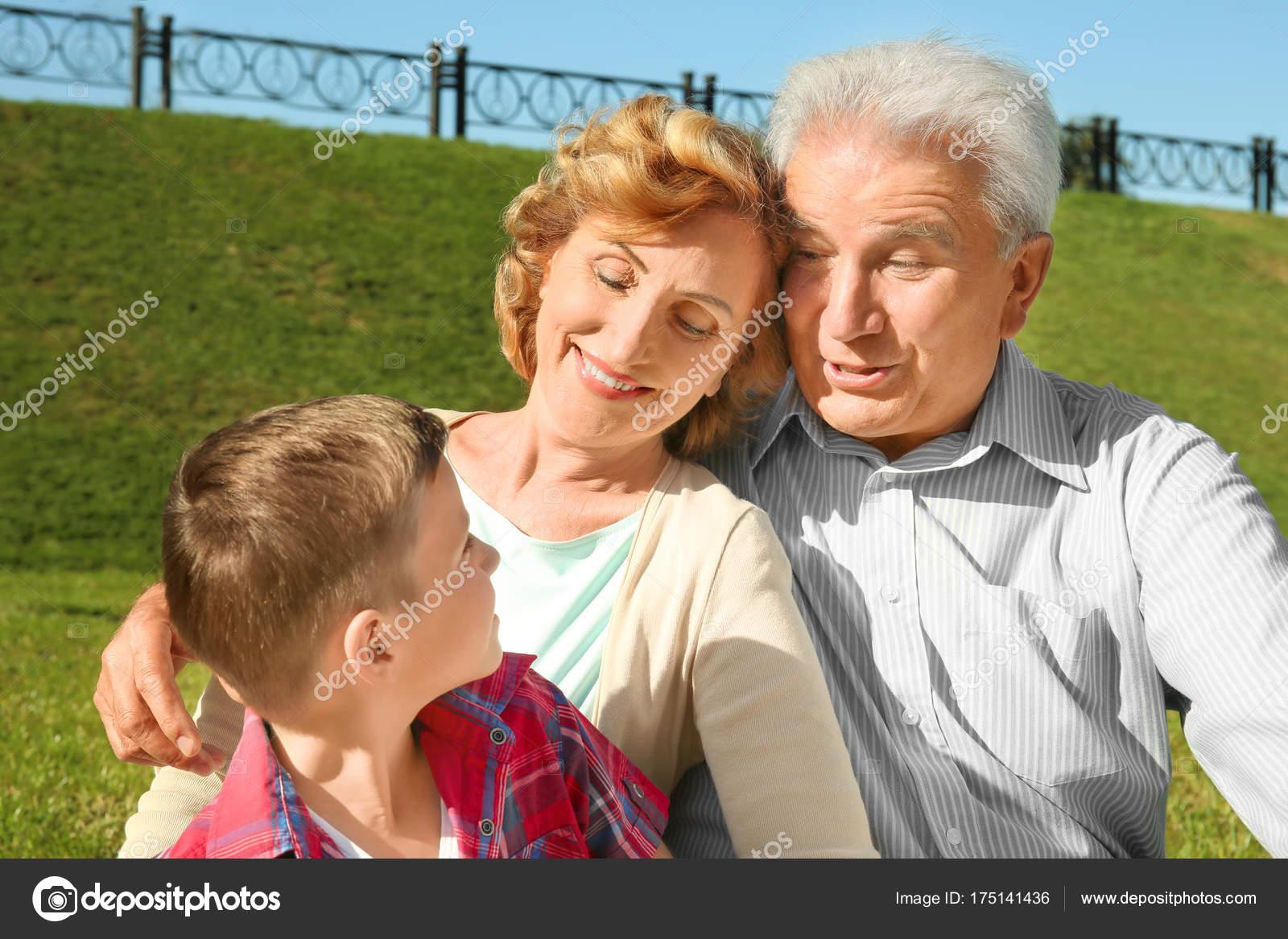 Парень и пожилая — pic 10