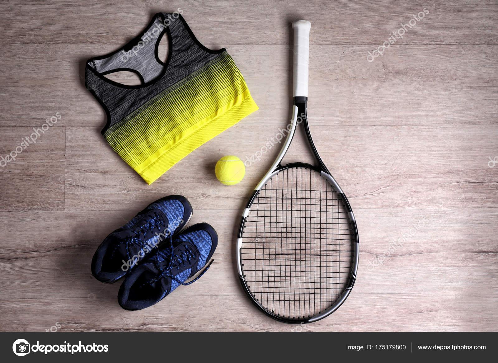 Une De Tennis ChaussuresBallonVêtements Et Raquette TFcK3l1J