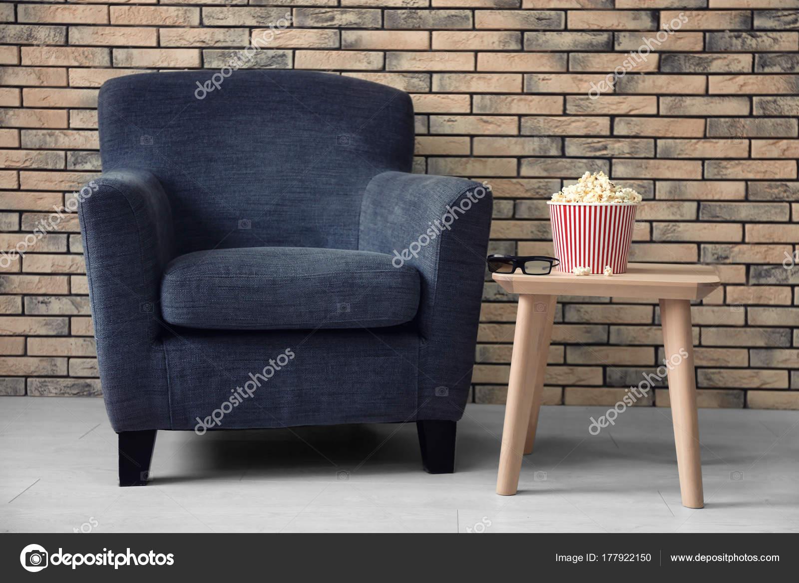 fauteuil confortable en home cinma regarder film image de belchonock - Fauteuil Home Cinema
