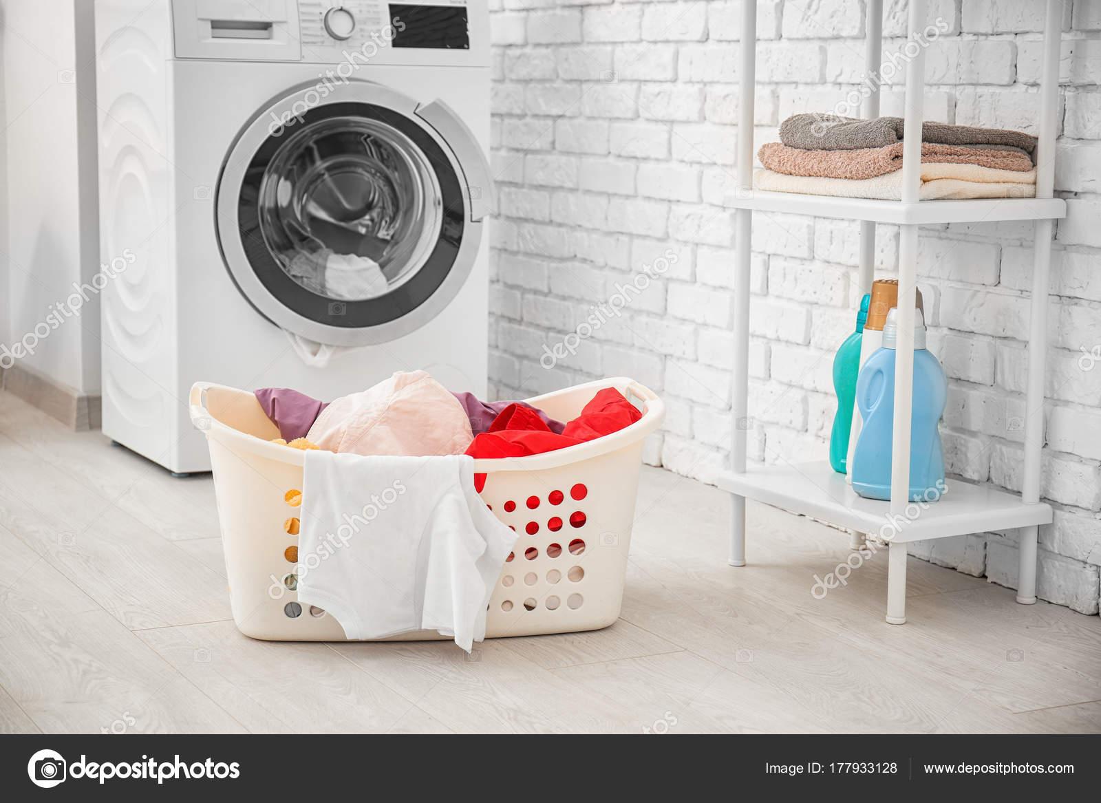 Fotos: cuarto lavadora   Cesta con lavadero y lavadora en cuarto de ...
