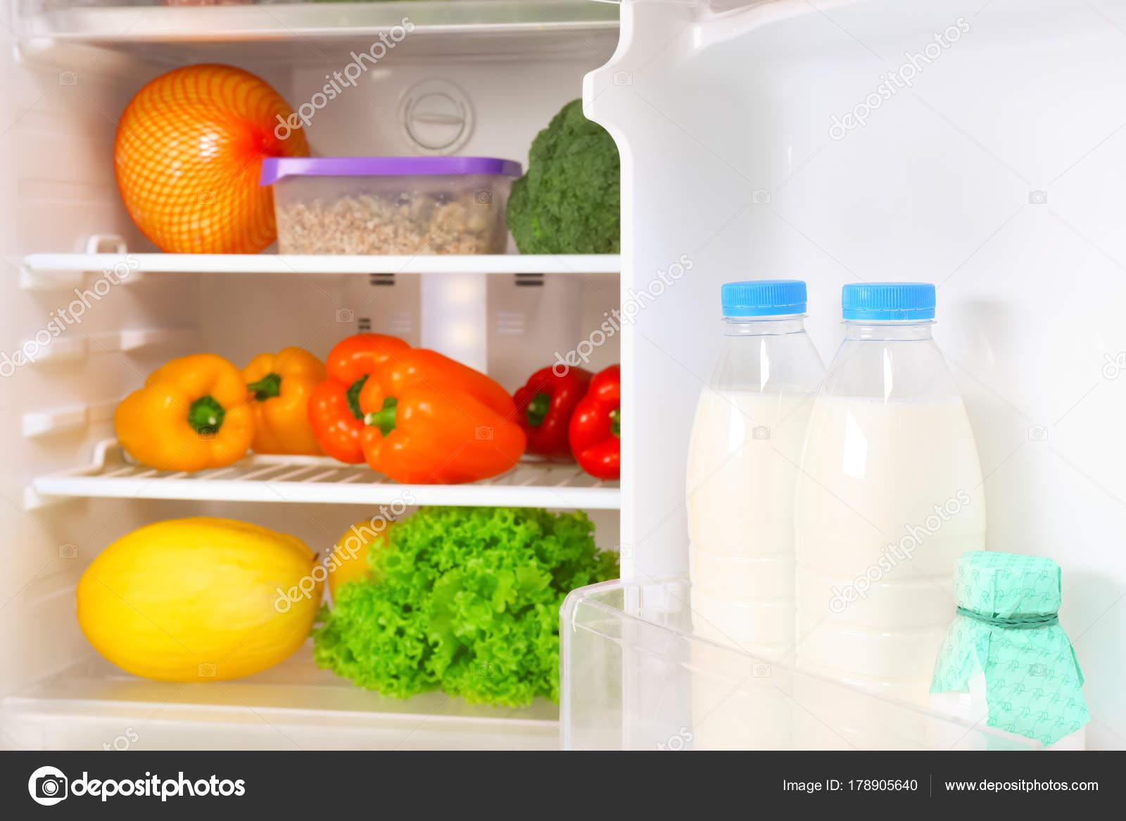Kuhlschrank Voller Lebensmittel Stockfoto C Belchonock 178905640