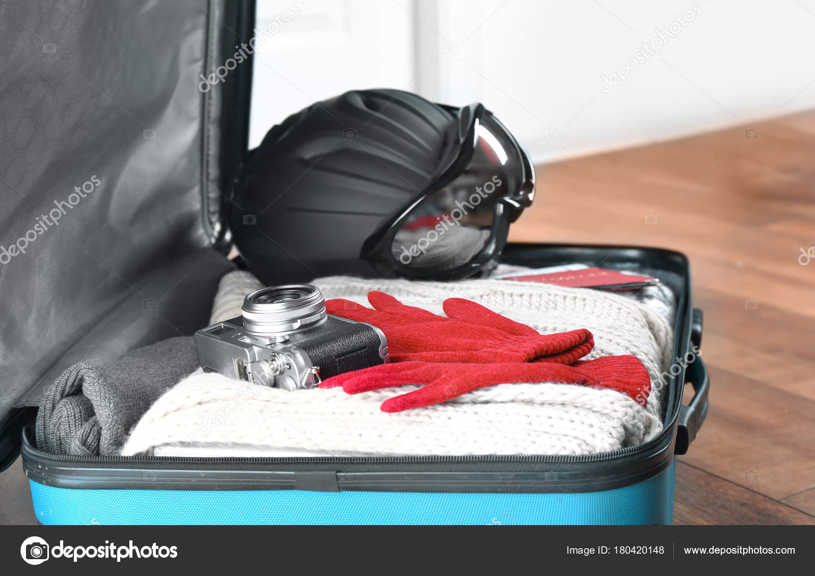 7bfbe7bb378 Open suitcase with warm clothes — Stock Photo © belchonock  180420148