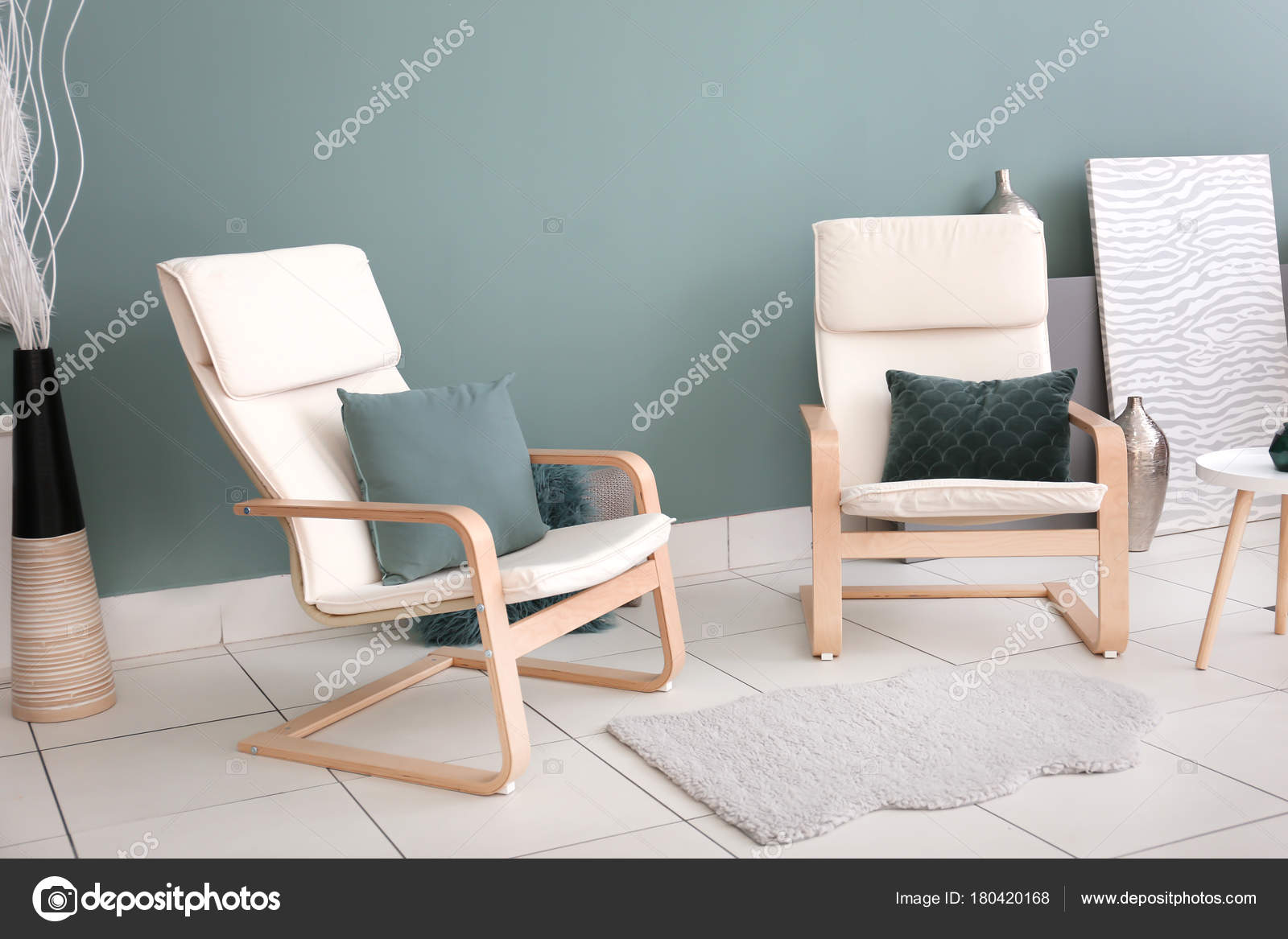 Bequeme Sessel Moderne Wohnzimmer — Stockfoto © belchonock ...