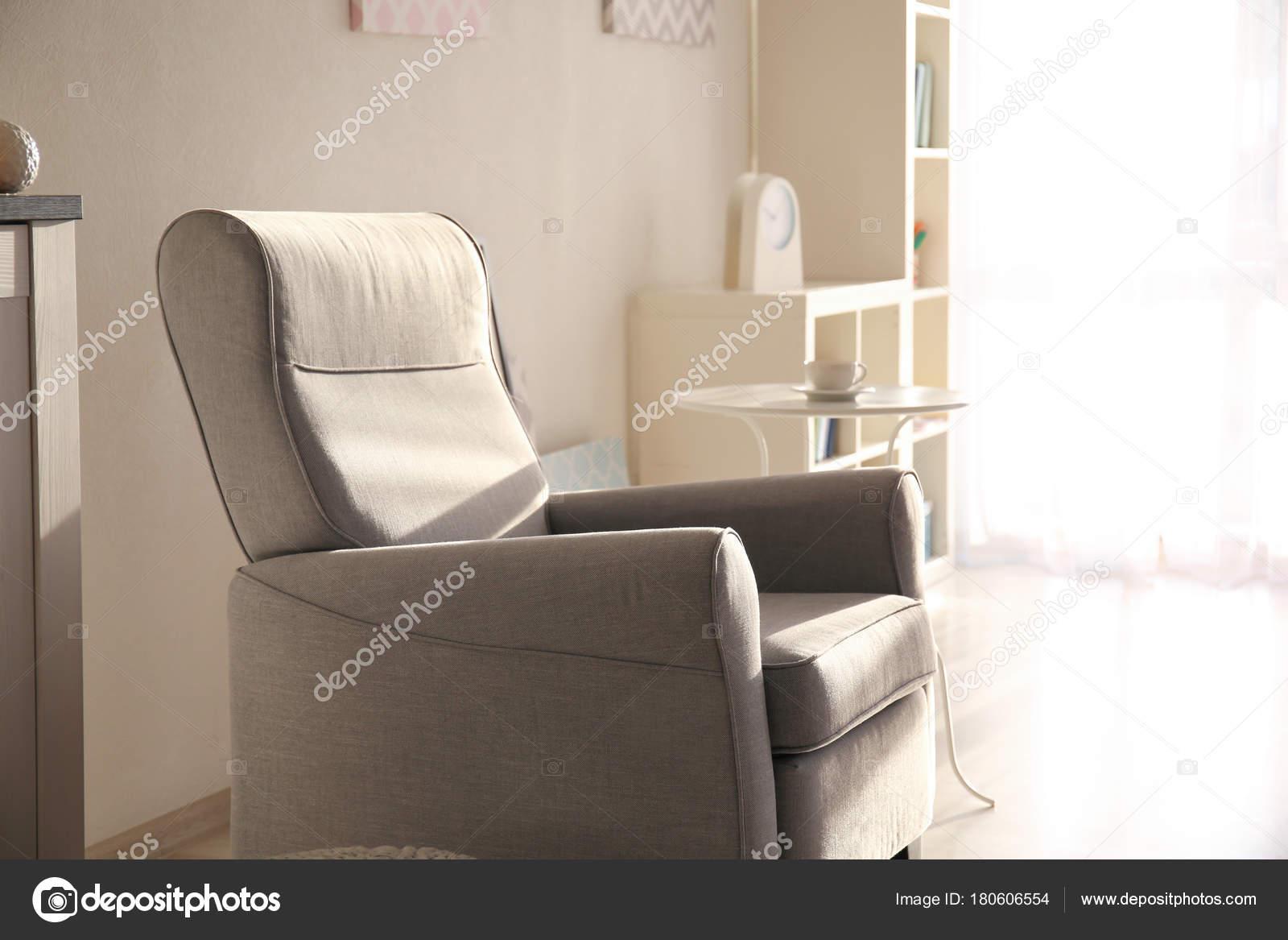 int rieur l gant salon avec fauteuil confortable. Black Bedroom Furniture Sets. Home Design Ideas