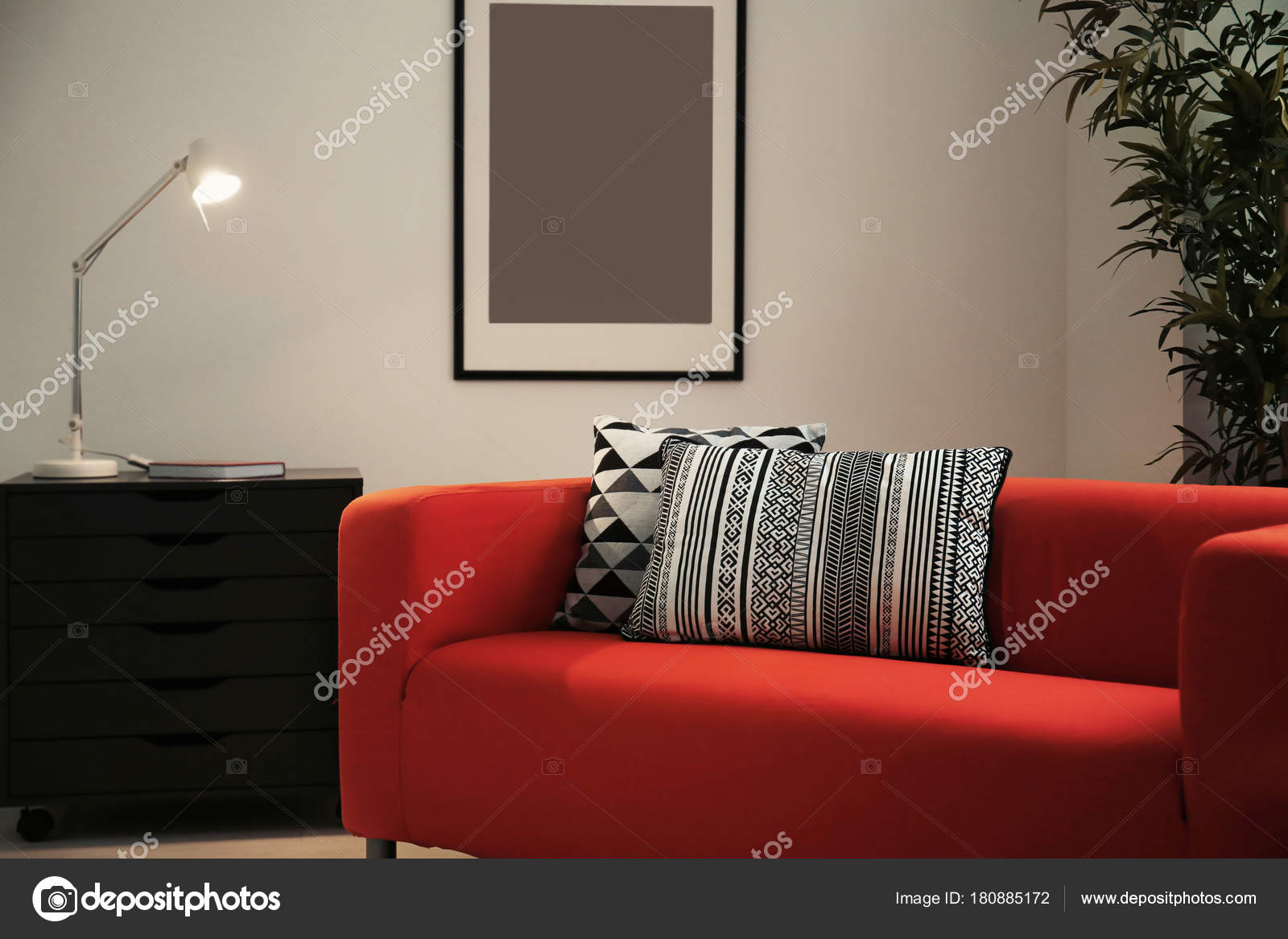 Cuscini Per Divano Rosso.Comfortable Red Sofa Pillows Room Stock Photo C Belchonock
