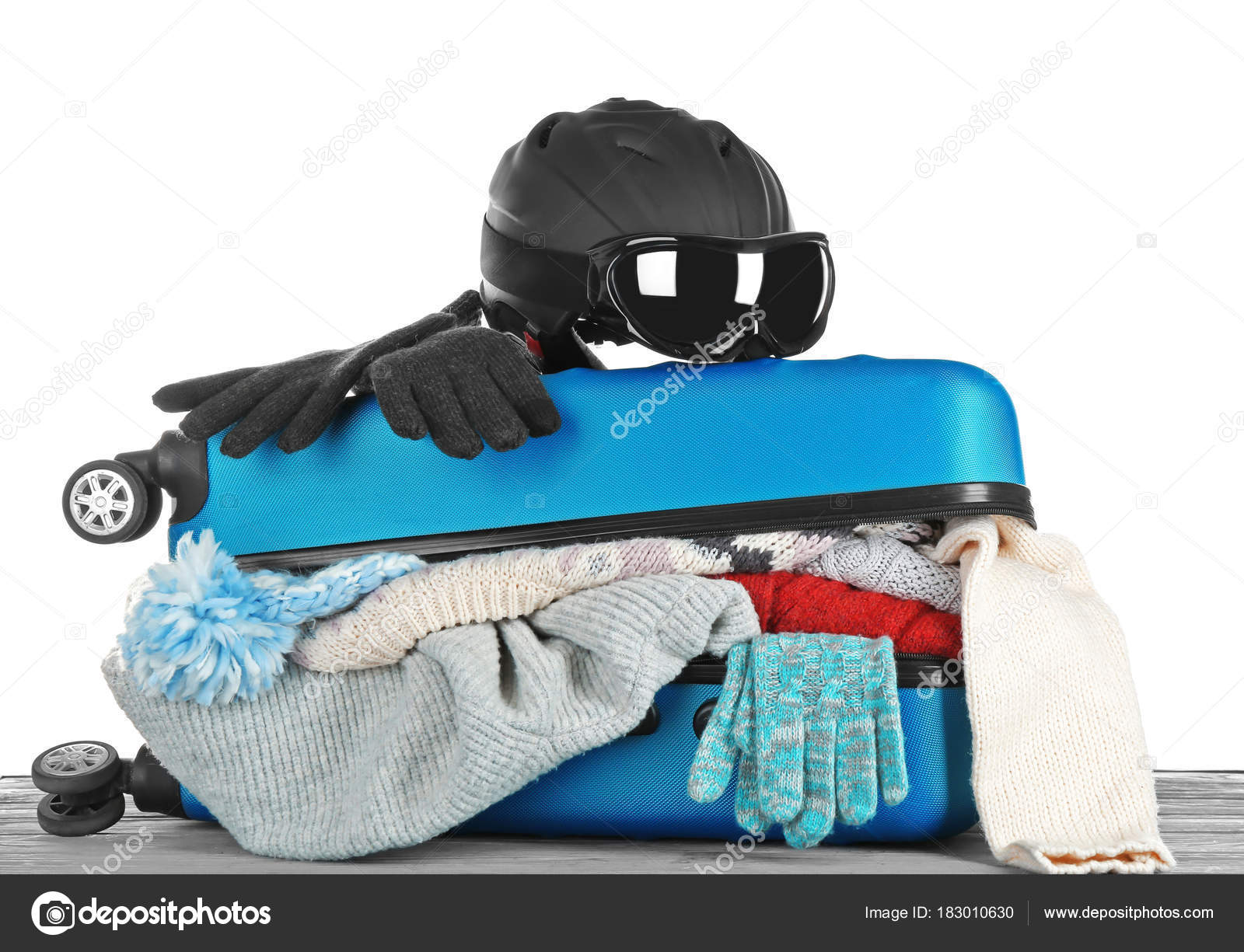 eacb081b1a5 Open suitcase with warm clothes — Stock Photo © belchonock  183010630