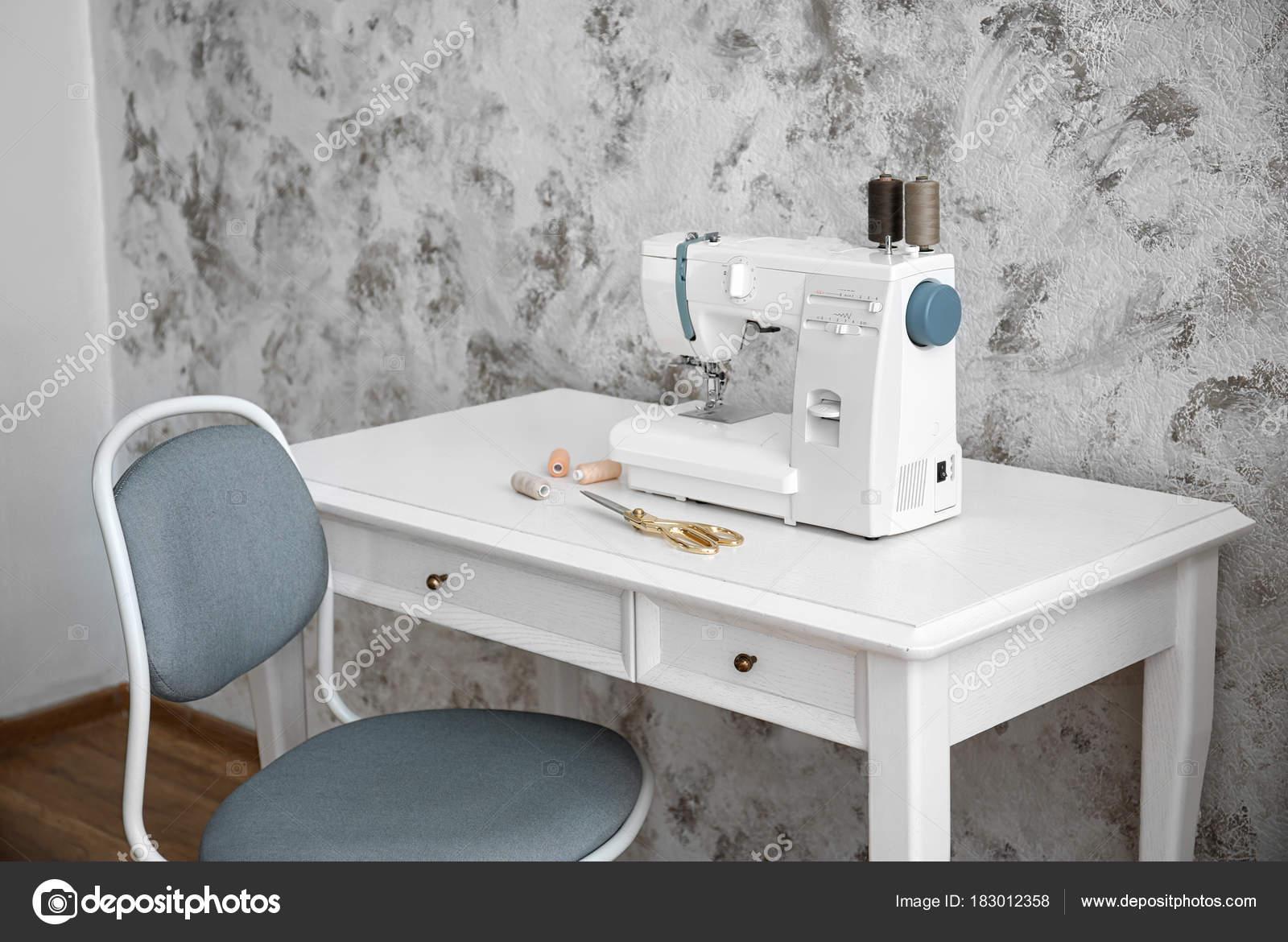 Machine Coudre Sur Table Dans Atelier Tailleur