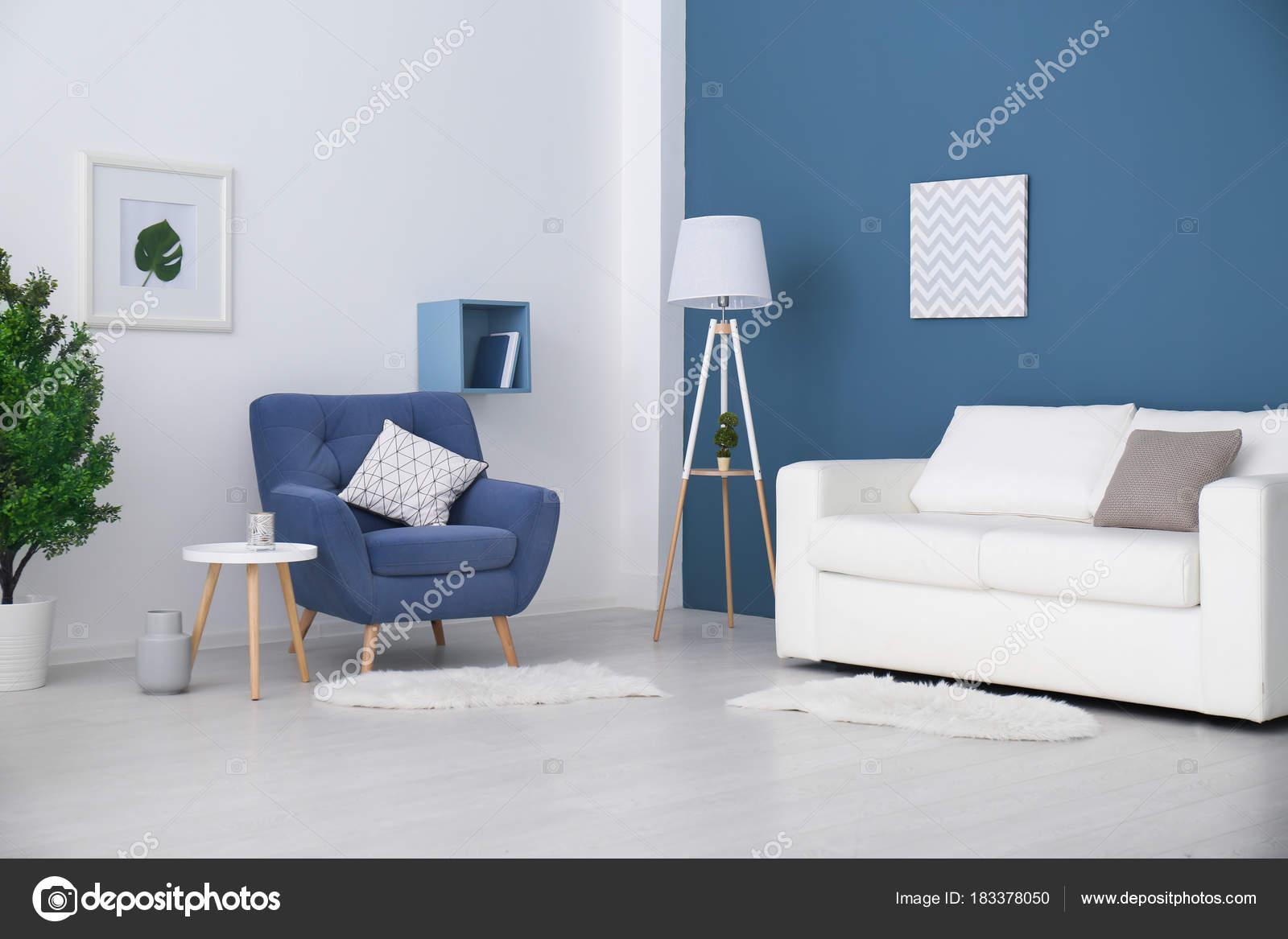 Trendige Zimmer Interieur Mit Modernen Farbe Sessel U2014 Stockfoto
