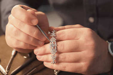 Jeweler working in workshop, closeup