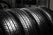 pneumatiky v servisním středisku