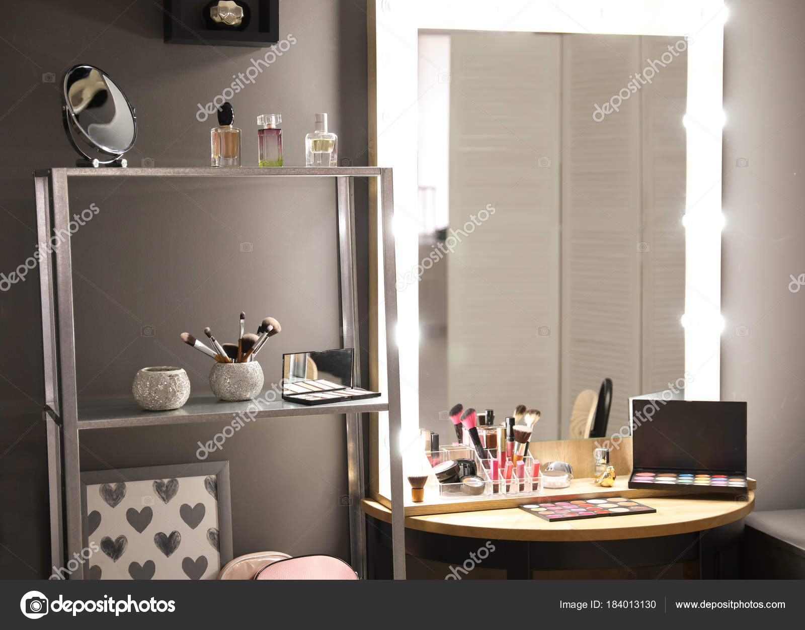 Ongekend Spiegel Met Lampen Moderne Make Kamer — Stockfoto © belchonock CP-49
