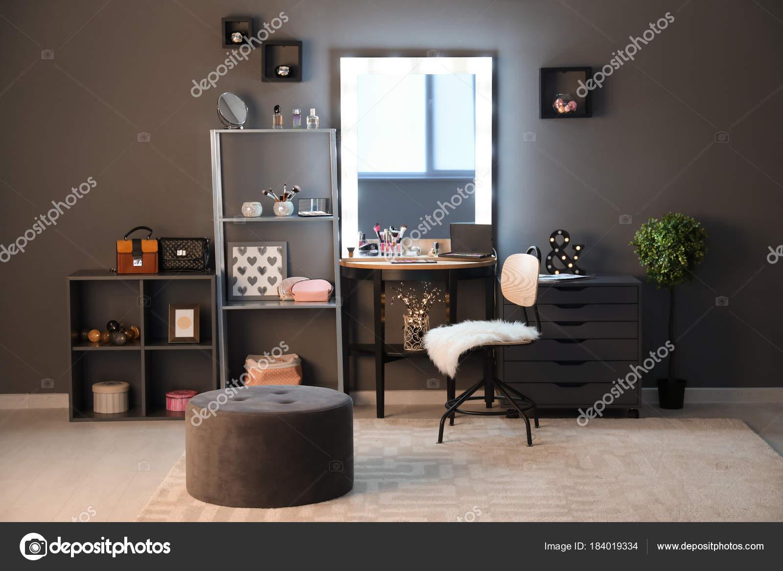 Nieuw Interior Modern Makeup Room — Stock Photo © belchonock #184019334 OA-31