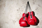 Photo Boxing gloves on gray