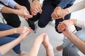 Rukou lidí, podporovat jeden druhého na skupinové psychoterapie sezení