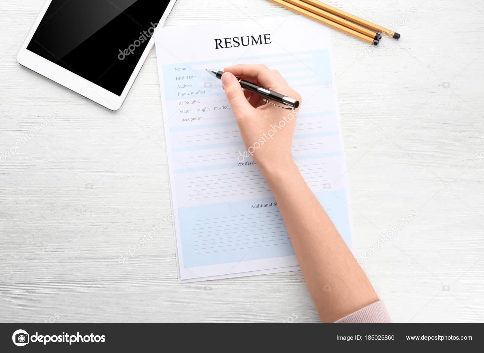 Frau Lebenslauf Ausfüllen Tisch Job Interview Konzept Stockfoto