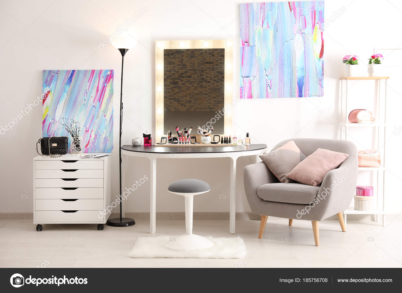 Wonderbaarlijk Interior of modern makeup room — Stock Photo © belchonock #185756708 VS-96