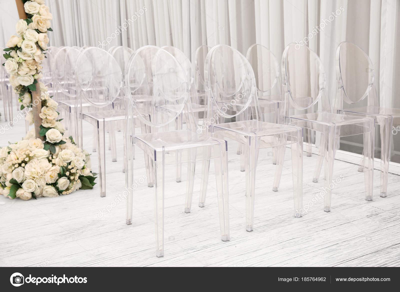 Sedie Di Plastica Trasparenti : Sedie di plastica trasparente u foto stock belchonock