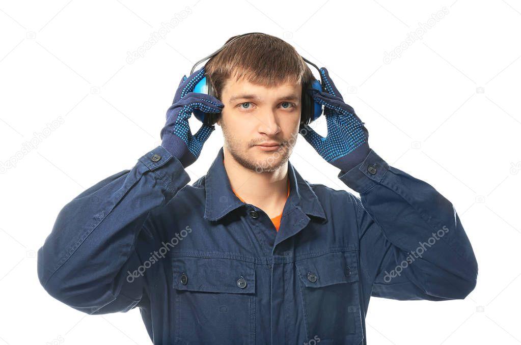 male worker wears headphones - HD1500×1114