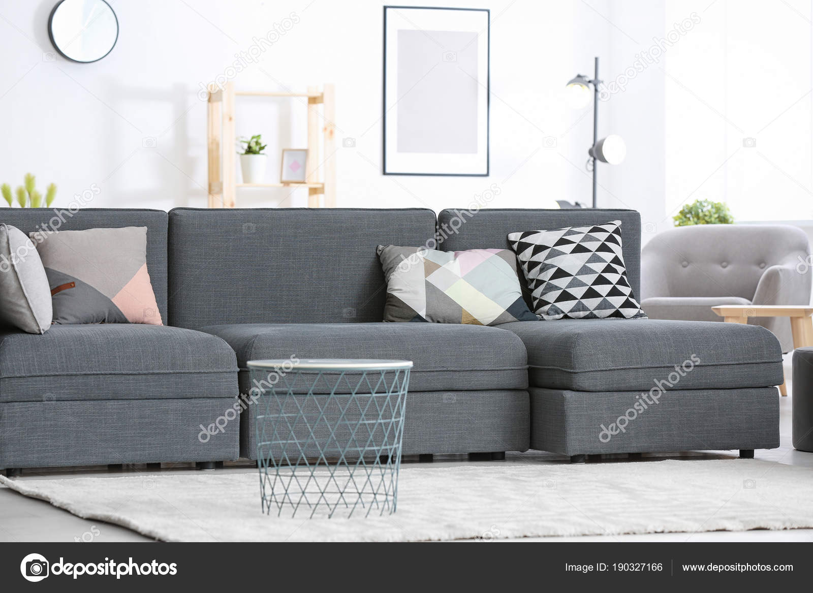 Design Kussens Bank.Modern Grey Sofa Different Pillows Living Room Stock Photo