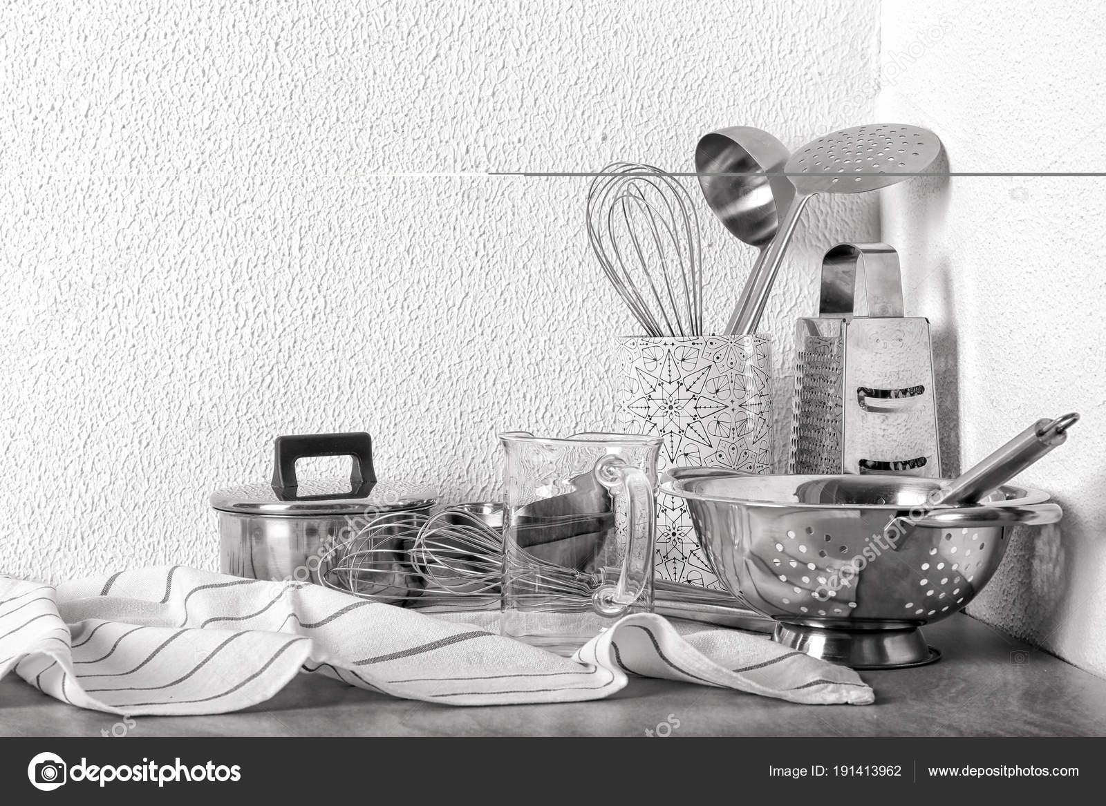 Accesorios de cocina en un cuarto de baño con la imagen de ...