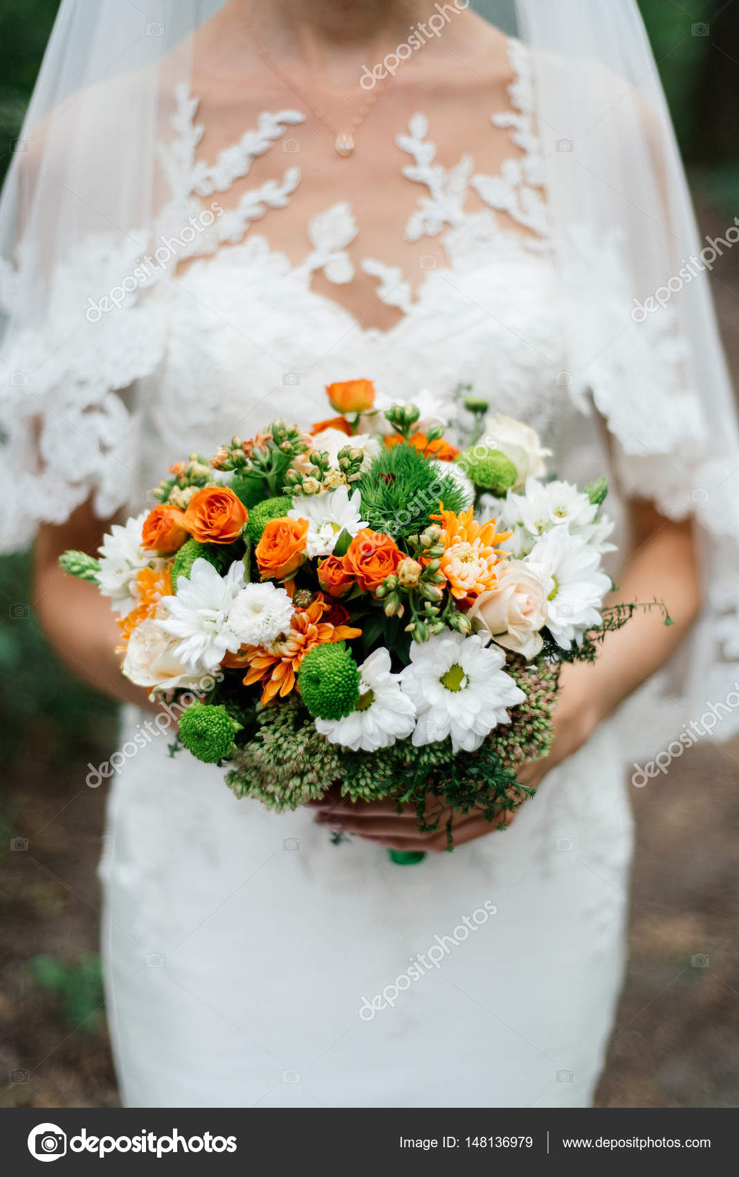Brautstrauss Orange Rosen Chrysanthemen Weiss Und Orange Und Grun In
