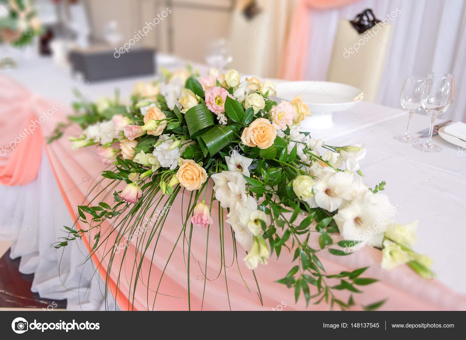 Addobbi Floreali Matrimonio Rustico : Decorazioni floreali matrimonio u2014 foto stock © d duda #148137545