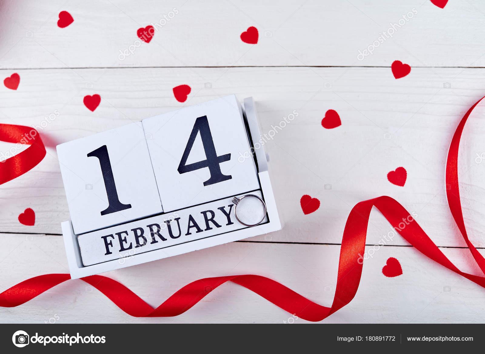 Rossi Sul Calendario.Giorno San Valentino Sfondo Spazio Della Copia Cuori Rossi
