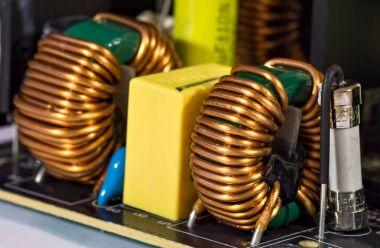Toroidal pulse transformers
